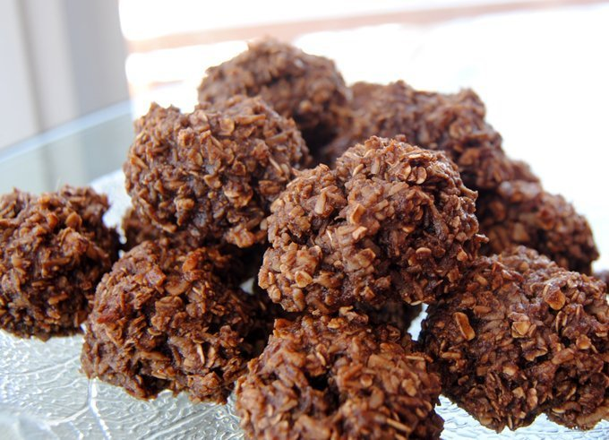 Paleo Chocolate Coconut Macaroons